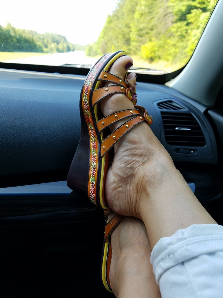 Travelling Blue Ridge Georgia, Fashion Wedges, Over 50 Fashion, 50 With Flair, Old Navy White Jeans